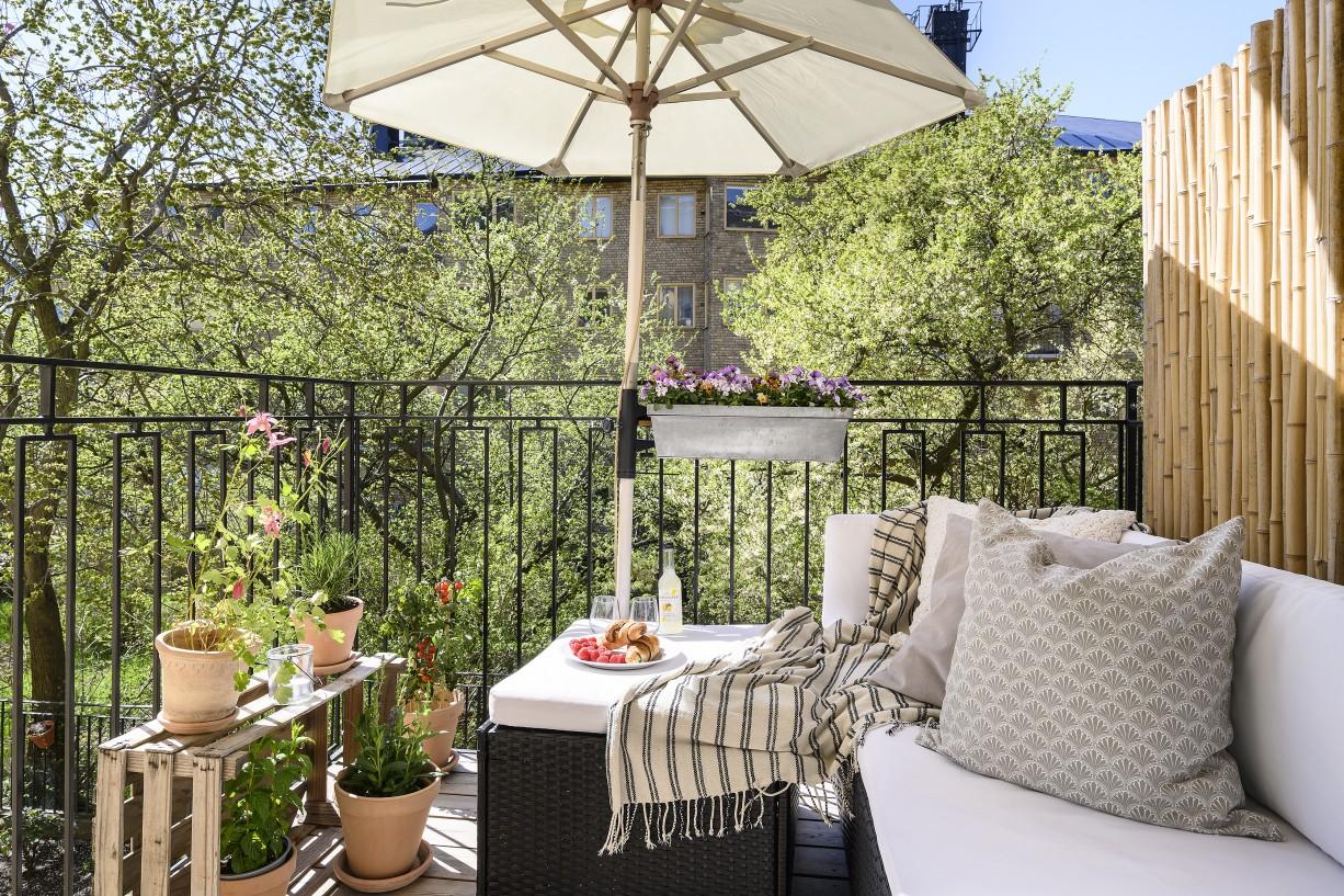 Mysig balkong in mot lummig innergård Lundagatan 52