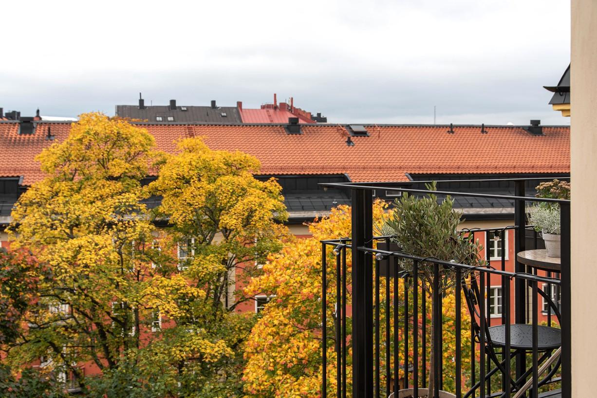 Balkong högst upp, utan balkong ovan Torsgatan 59, 5 tr / Karlbergsvägen