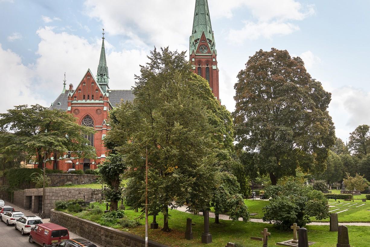 Johannes Kyrka utanför porten Drottninghusgränd 2