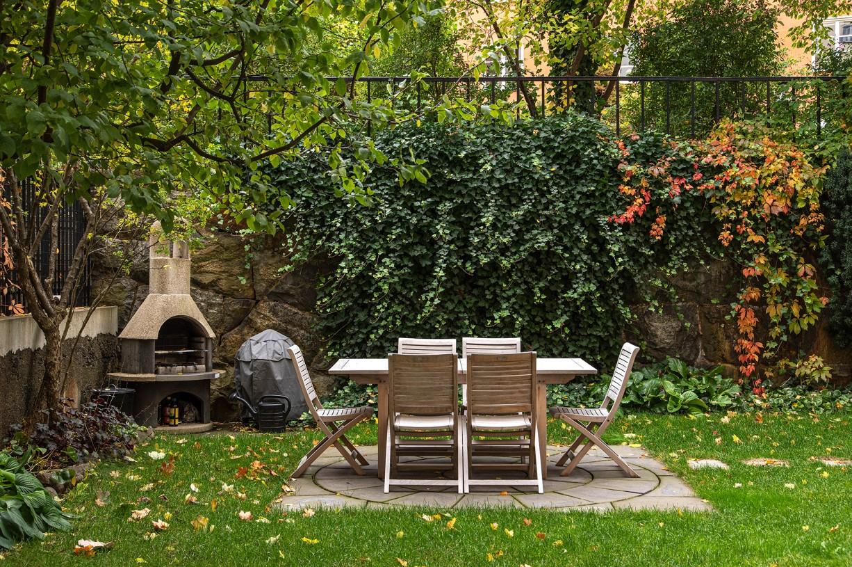 Lummig trädgård med murad grill och sittgrupp Torsgatan 59, 5 tr / Karlbergsvägen