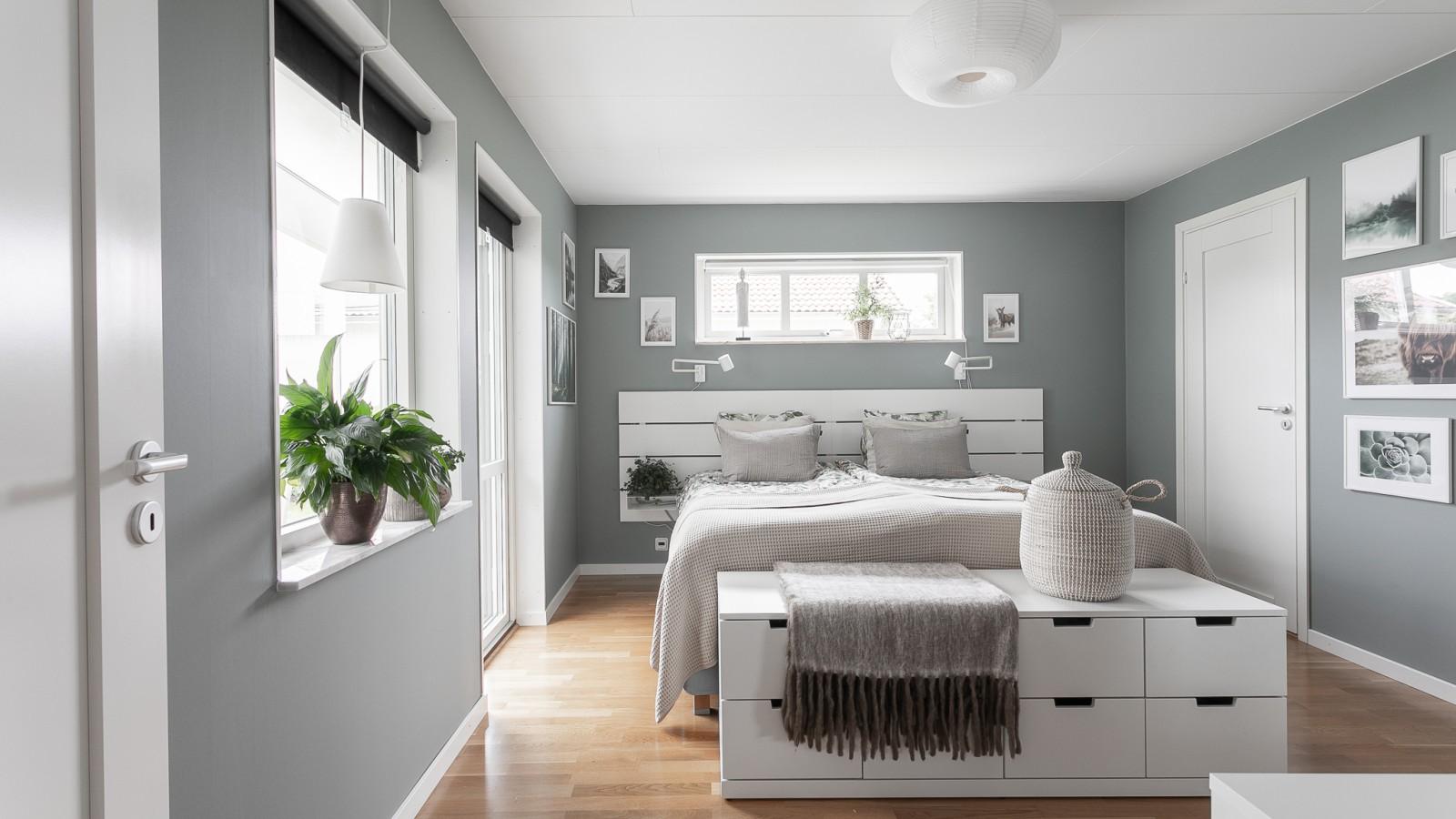 Master bedroom med eget badrum..