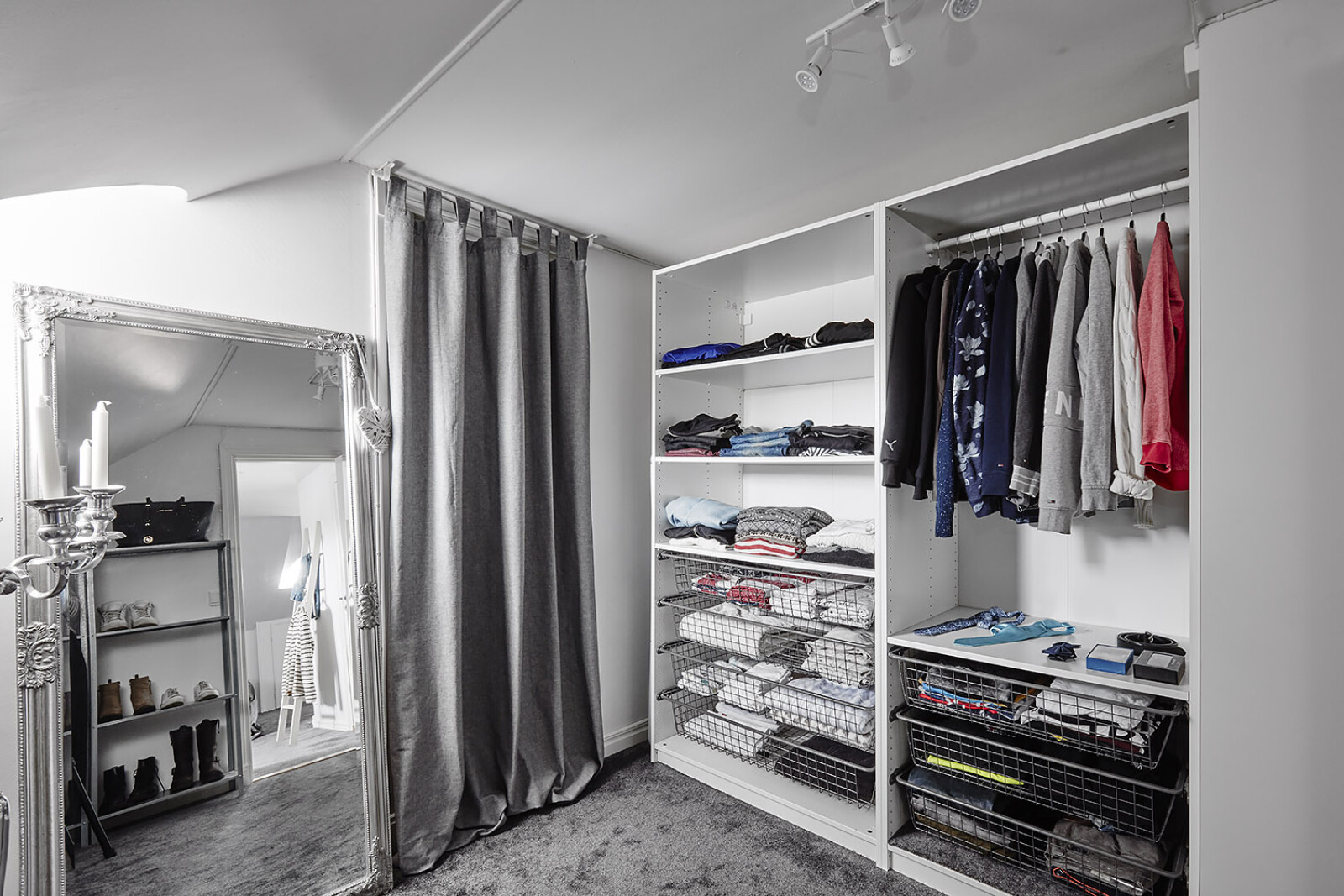 Klädkammare - kontor - gästrum..