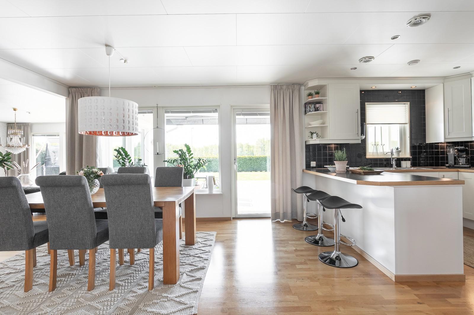 Köket och matsalen..