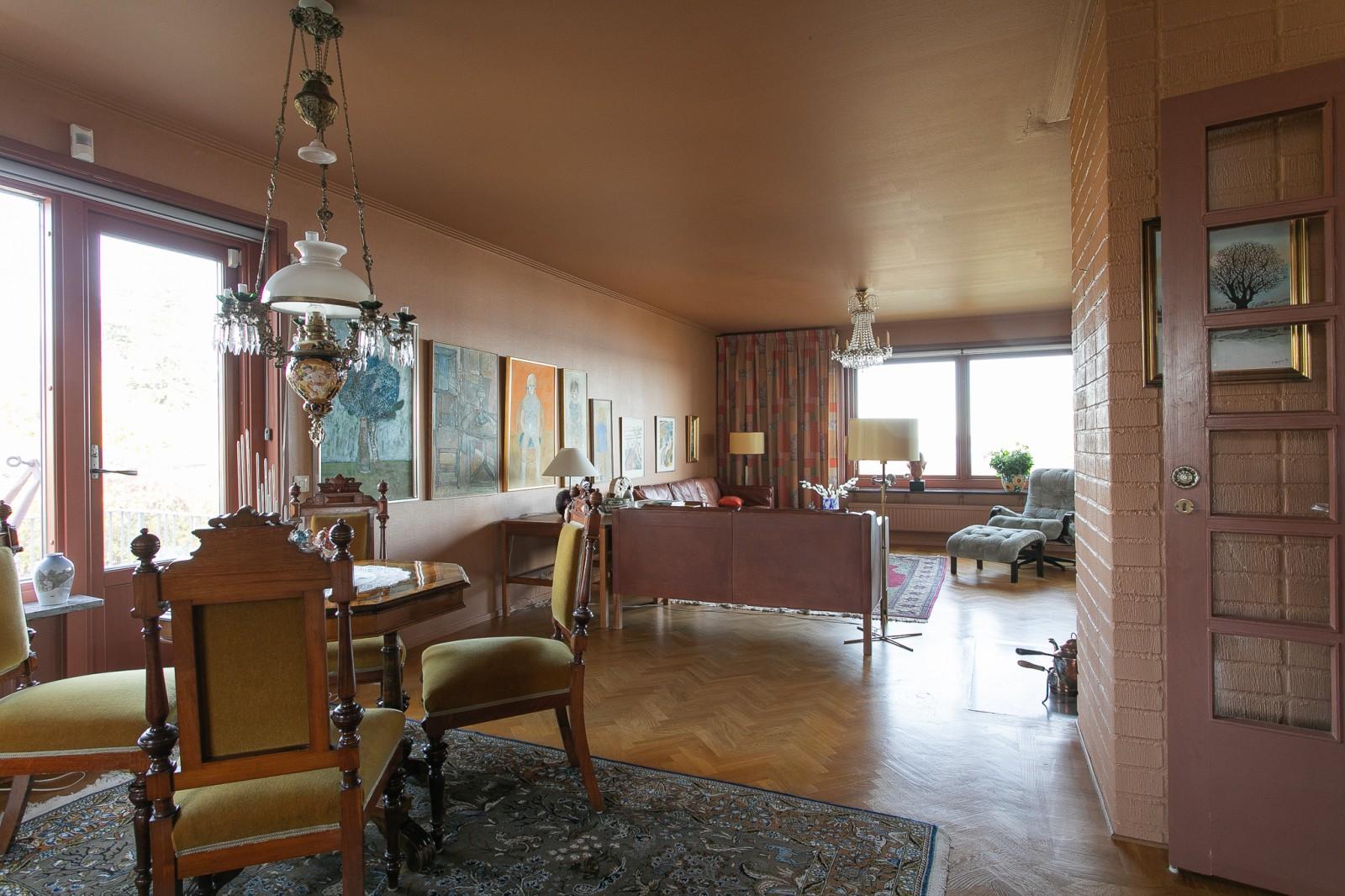 Vardagsrum och matsal..