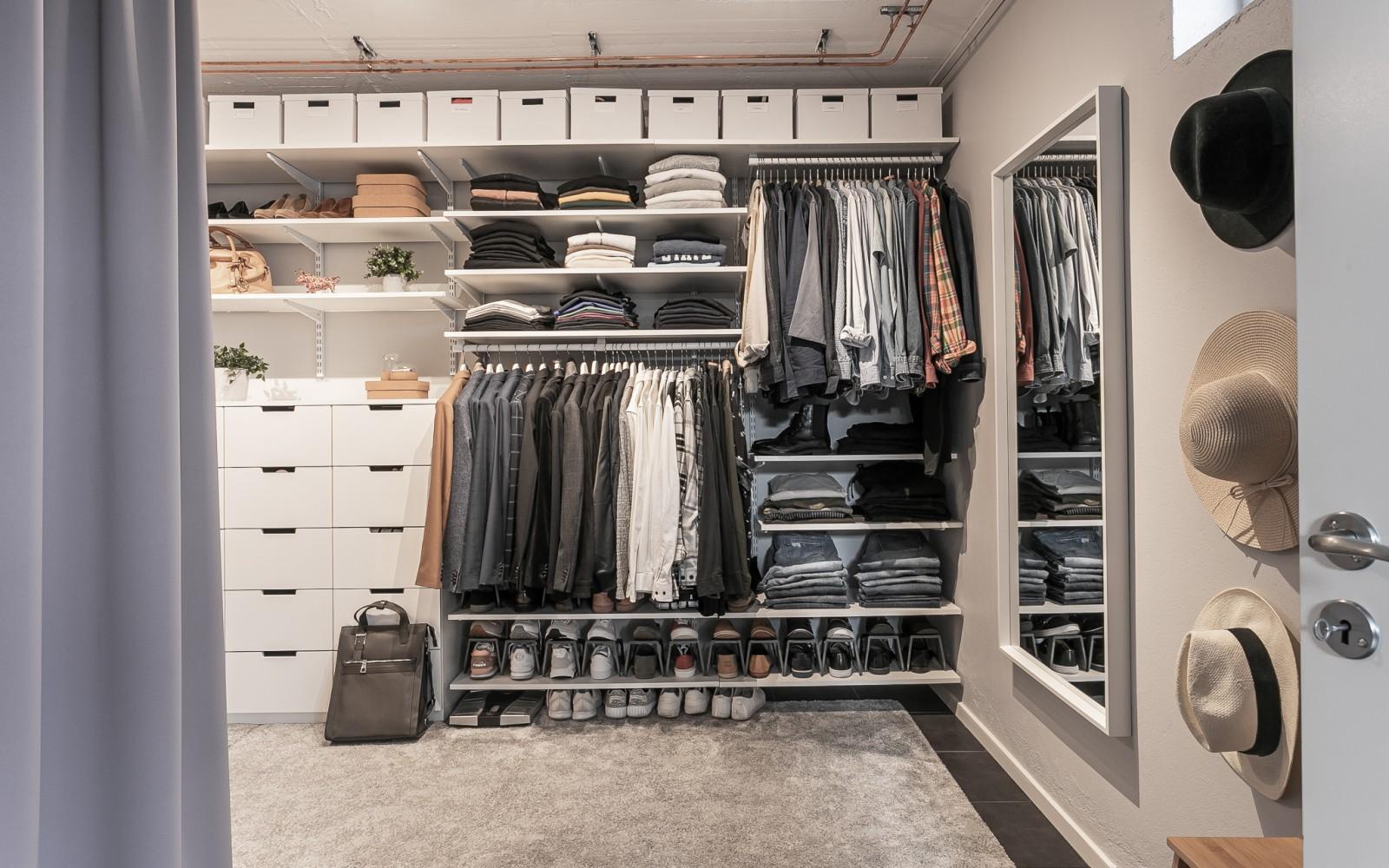 Walk-in-closet..