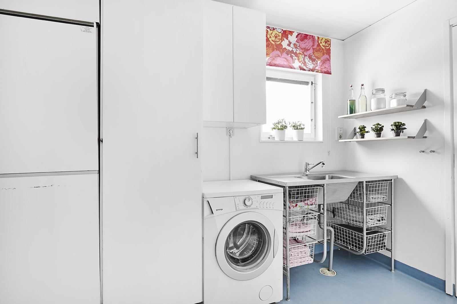 Tvättstuga och klädkammare..